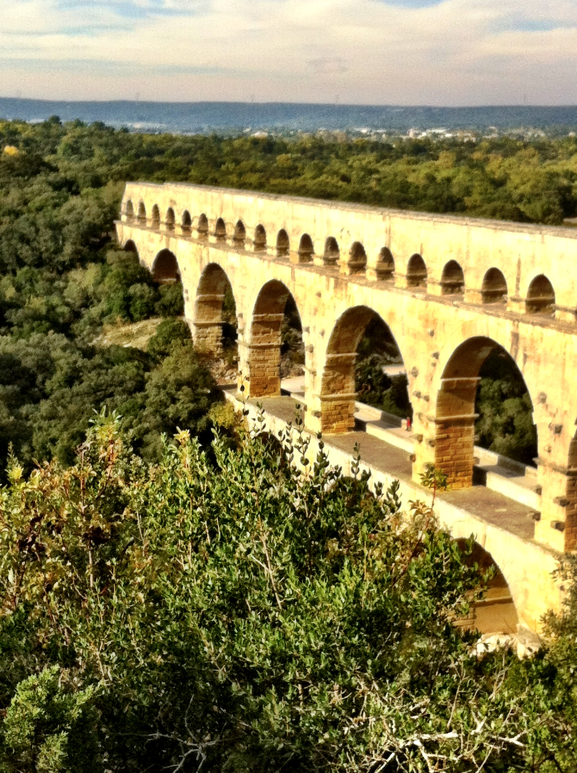 Romans in france the mini series barefoot blogger for Pont du gard architecte