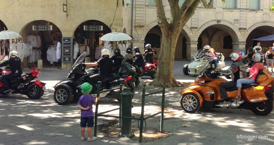 Cyclists in Uzes