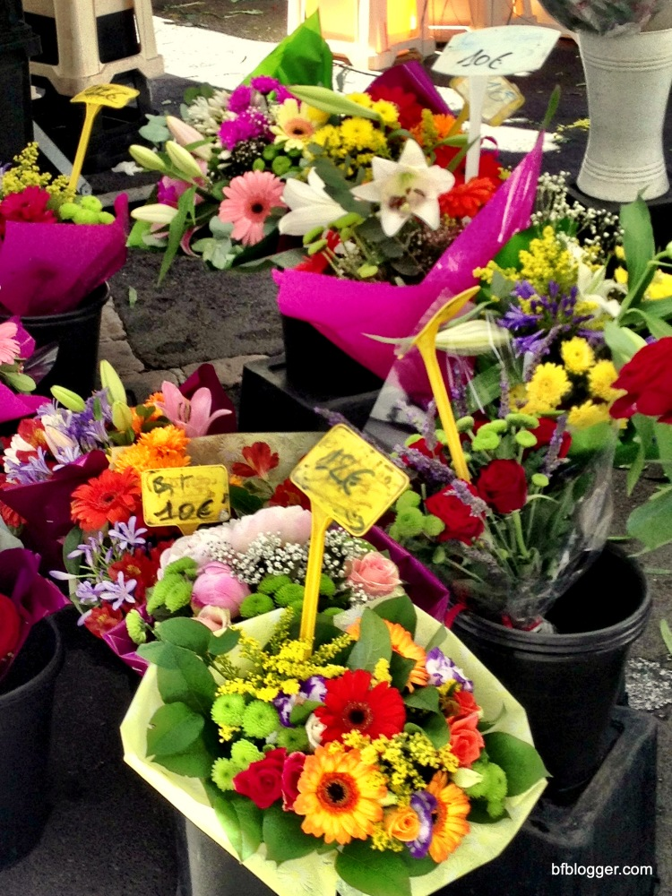Flowers and more in Pezenas' Saturday market