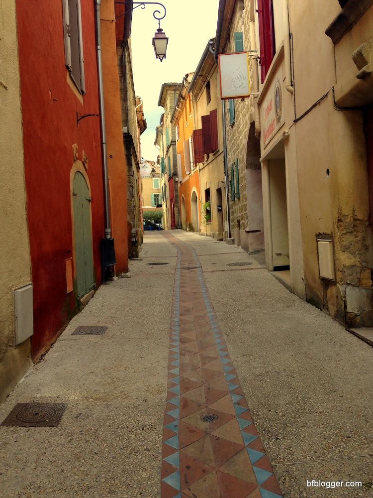 Narrow, colorful walkways in San Quentin de la Poterie