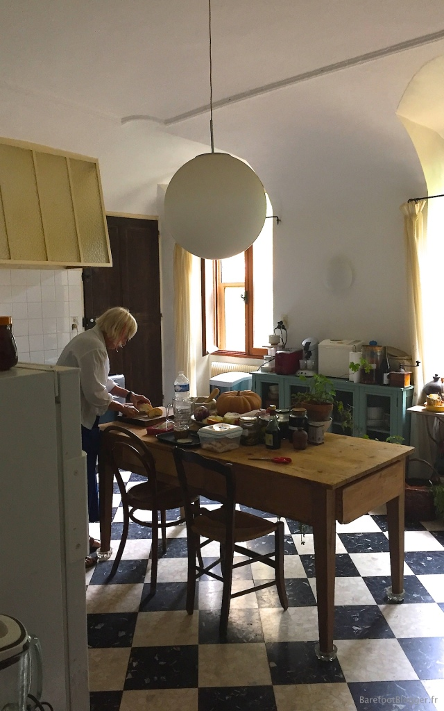 Ghirlaine Memin in the cuisine preparing apéritifs